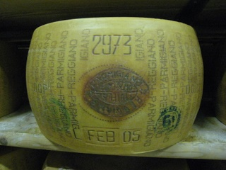 Parmigiano reggiano - slow food in Italy tours